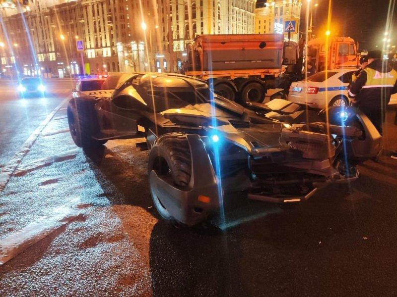 """На московских дорогах обнаружили """"бэтмобиль"""": видео"""
