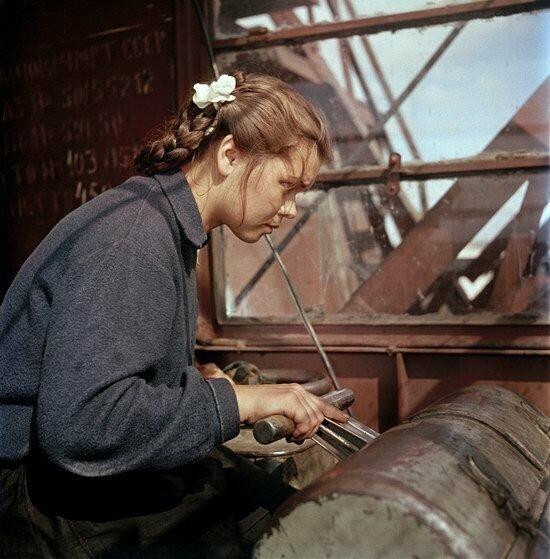 Валя Боровкова, крановщица казанского речного порта, 1950