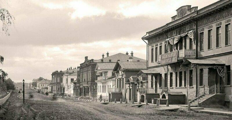 Главный проспект в сторону Тихвинской улицы