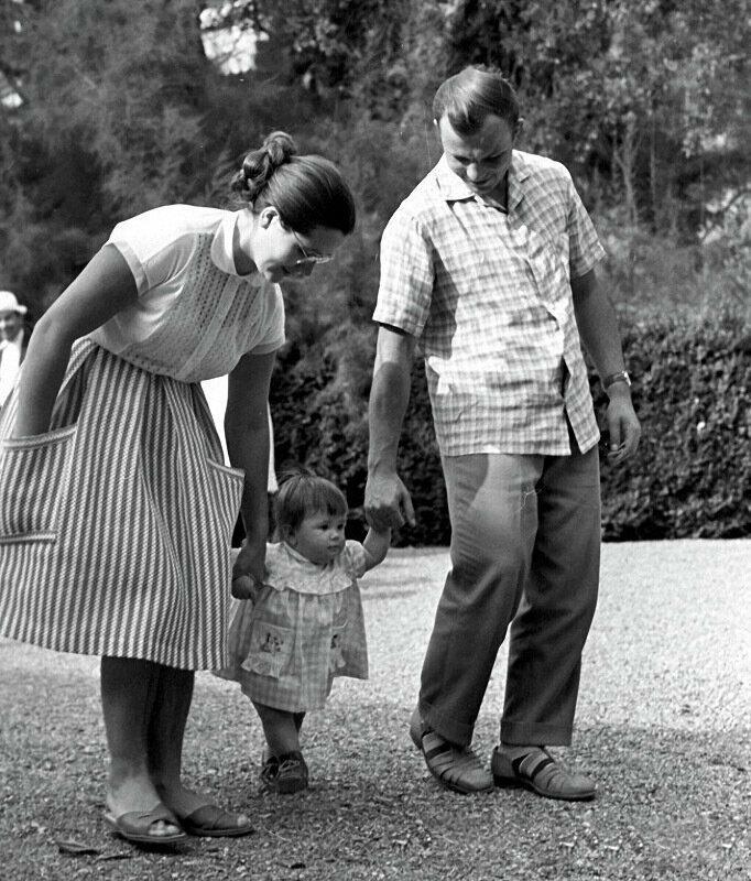 В кругу семьи: отечественные знаменитости на фотографиях