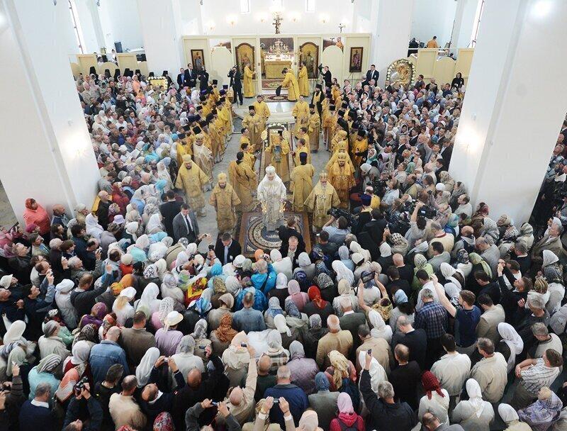В РПЦ призвали верующих отказаться от посещения служб