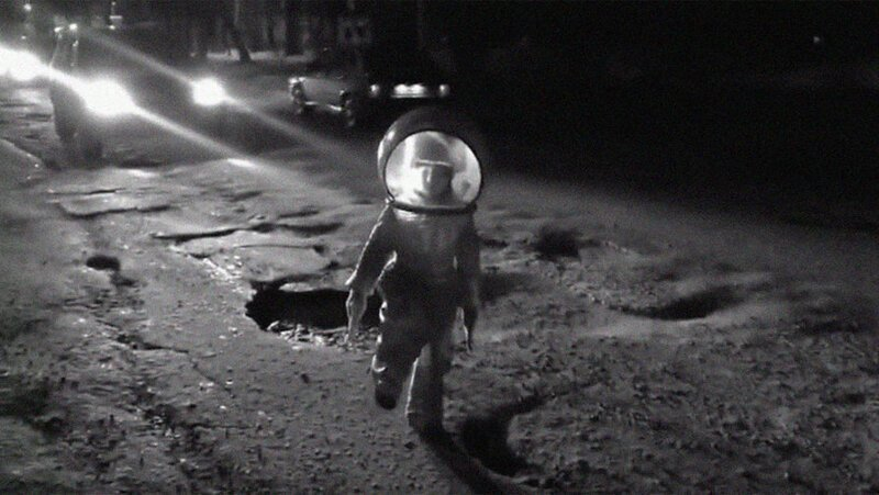 """""""Высадка на Луну"""": в Перми сняли ролик на фоне битого асфальта"""