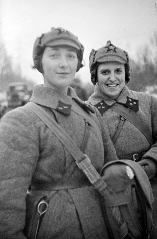 А.В. Пиваварова-Фатеева и Т.Л. Копаладзе  - лейтенанты медицинской службы