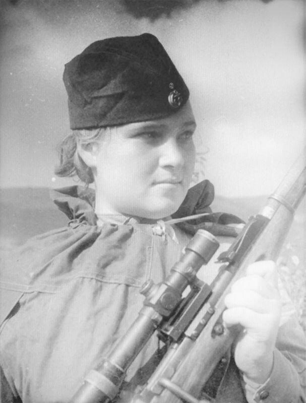 Снайпер 255-й бригады морской пехоты Черноморского флота старший краснофлотец Елизавета Миронова