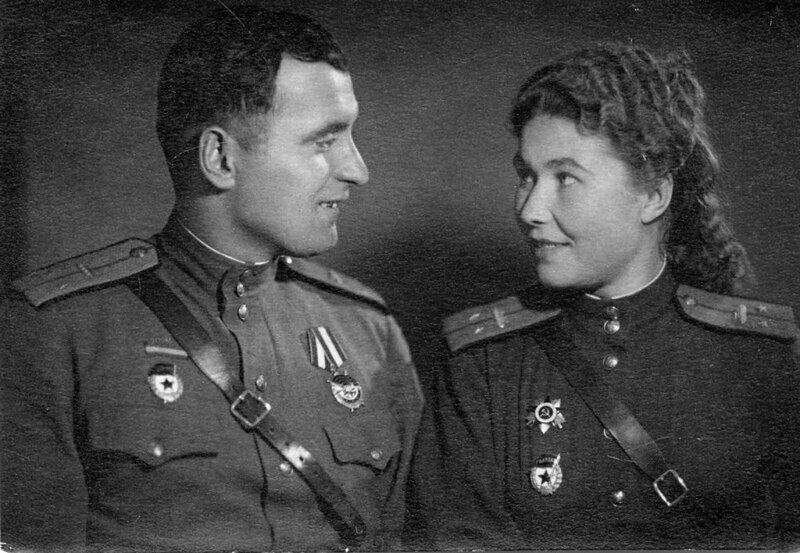 Командир танка Александра Леонтьевна Бойко (Моришева, 1918—1996), механик-водитель Иван Фёдорович Бойко (1912—1995)