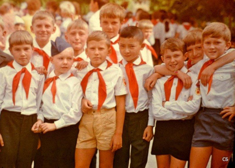 18 ностальгических фото в честь Дня пионерии