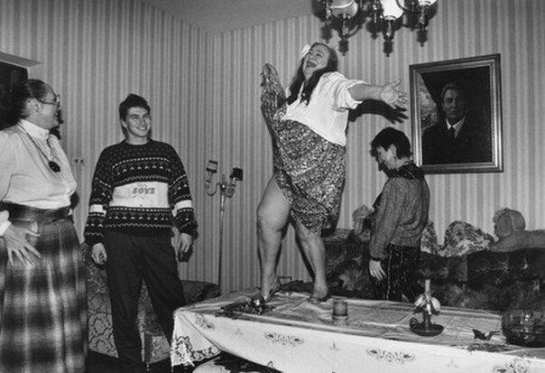 Дочь секретаря ЦК КПСС Леонида Ильича Брежнева  устроила танцы на столе