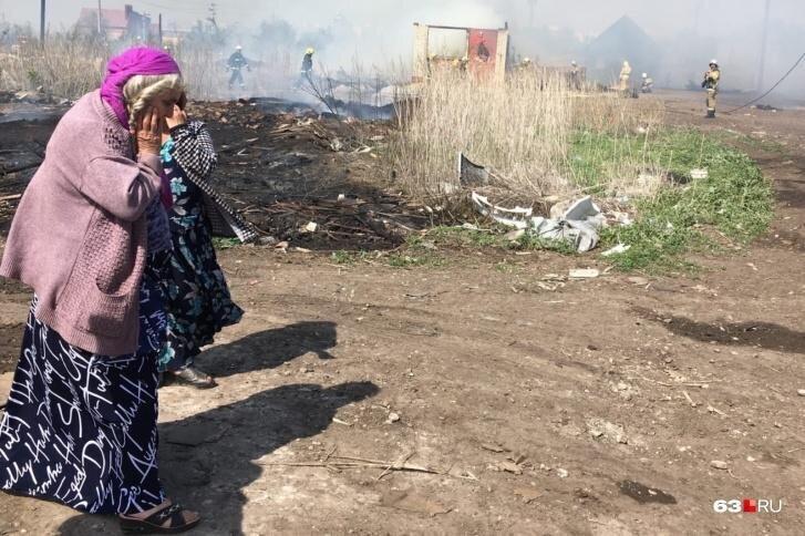В Самарской области огонь полностью уничтожил цыганский поселок