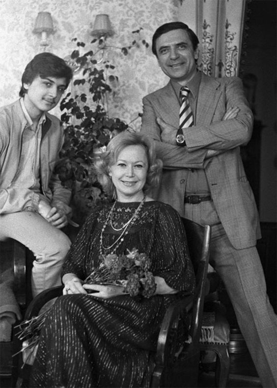 Светлана Немоляева и Александр Лазарев с сыном Александром. 1986 год.