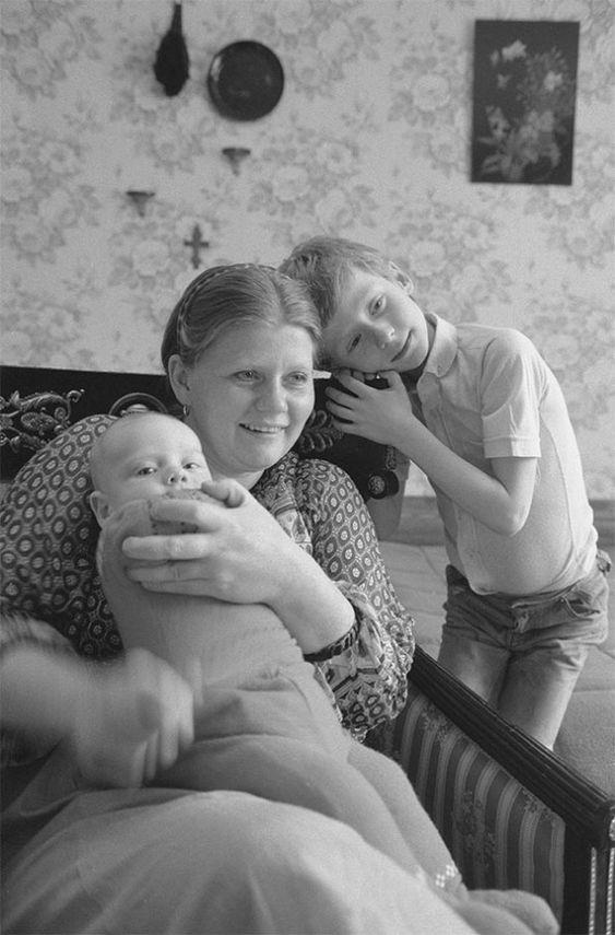 Ирина Муравьева с сыновьями Женей и Даниилом. Сентябрь 1983 года