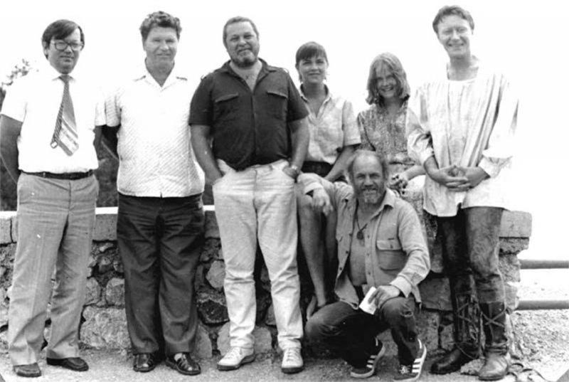 Юлиан Семёнов, Лев Дуров, Андрей Миронов на ялтинской даче писателя, 1982 год.