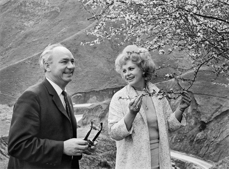 Актеры кино Николай Рыбников и Алла Ларионова. 1967 год