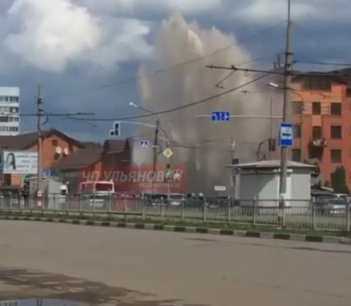 Высотой с многоэтажный дом: в Ульяновске из-под земли забил огромный фонтан