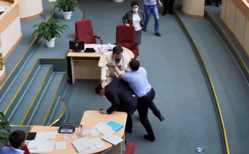 В Саратове депутаты подрались, рассматривая вопросы этики