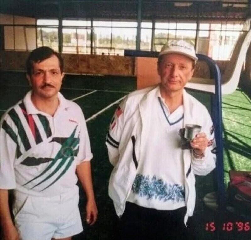 Михаил Задорнов с поклонником, 1996 год