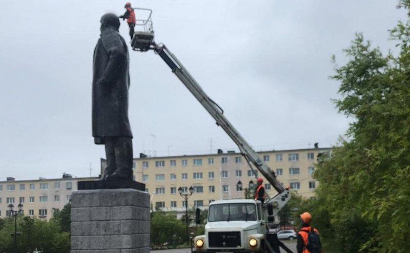 Памятник Ленину в Магадане избавили от ирокеза