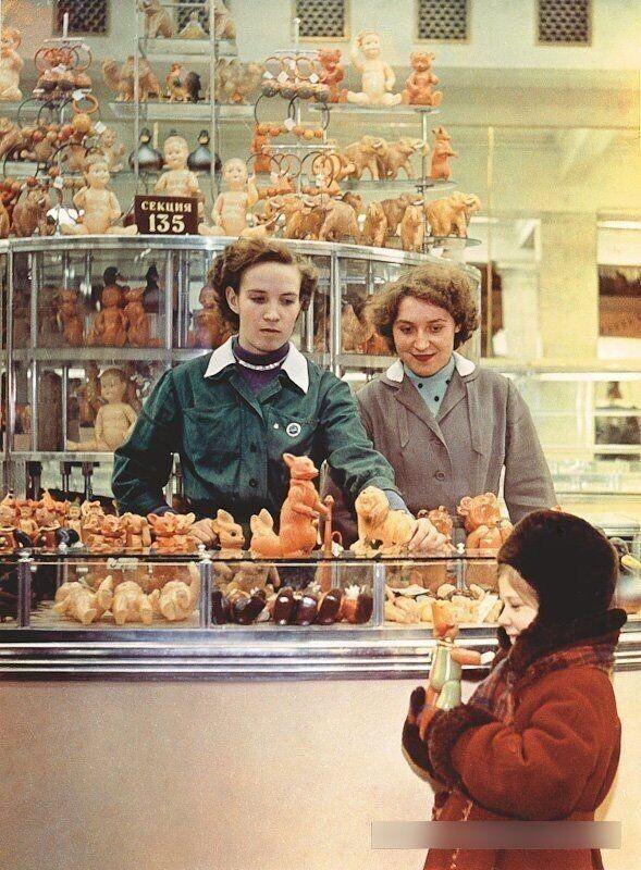 История в фотографиях: витрины СССР
