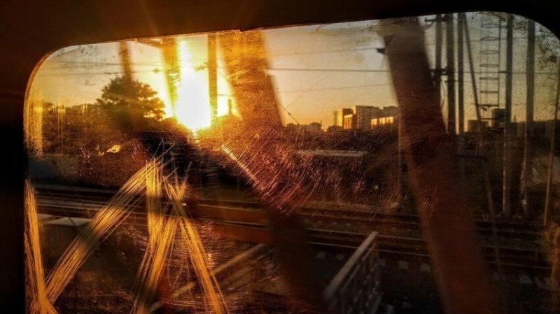 Вид из тамбура электрички в Москве