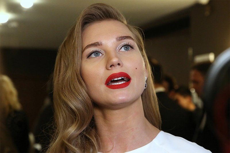 """""""Глупо и нелепо"""": подписчики Асмус раскритиковали ее за очередное интимное видео"""