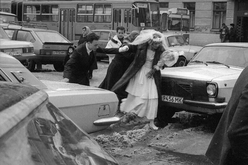 Венчание в Елоховском соборе, Москва, 1990 год. Автор фото: Александр Стешанов