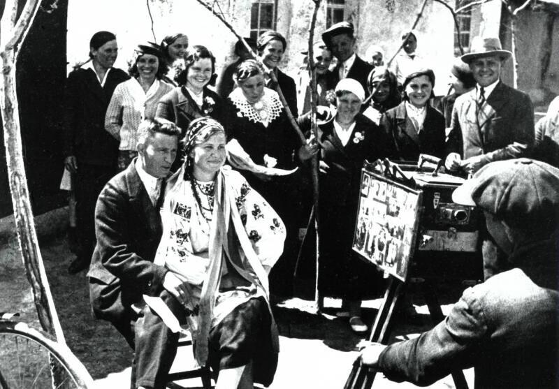 """""""Спокойно, снимаю!.."""" Украинская ССР, 1938 год. Автор фото: Аркадий Шишкин"""
