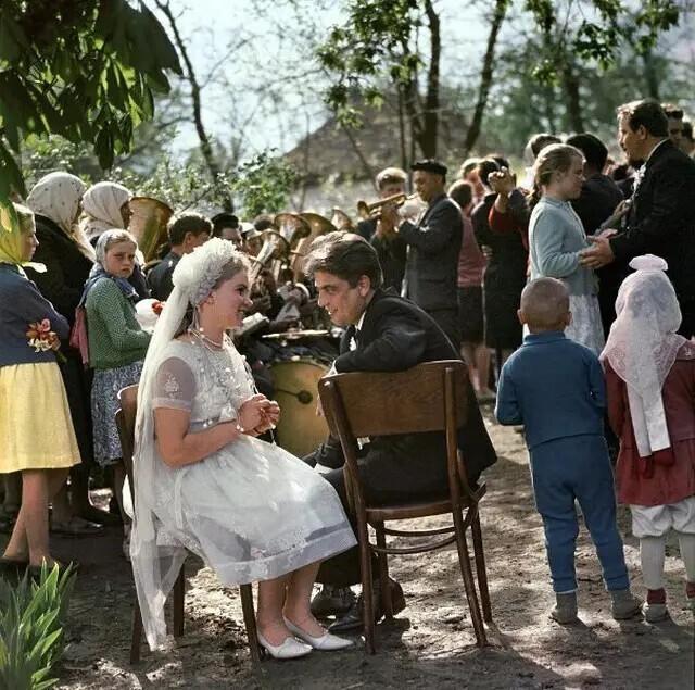 Свадьба Ольги Бурдейко и Андрея Гарвиша, Камчатская область, 1967 год. Автор фото: Никита Козловский