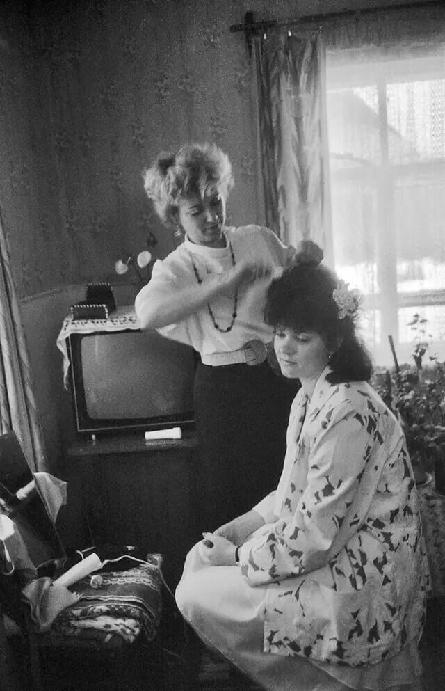 Утро невесты. Шешуево, Брянская область, 1990. Автор фото: Сергей Сухарев