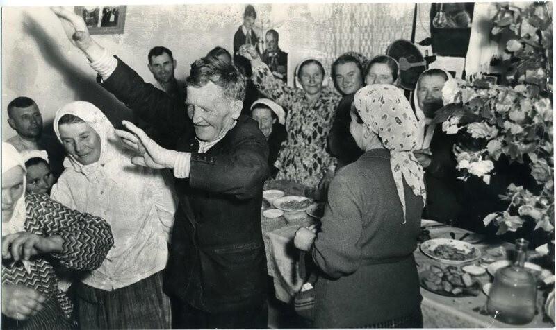 Свадьба на хуторе, 1950-е. Автор фото: Аркадий Шишкин