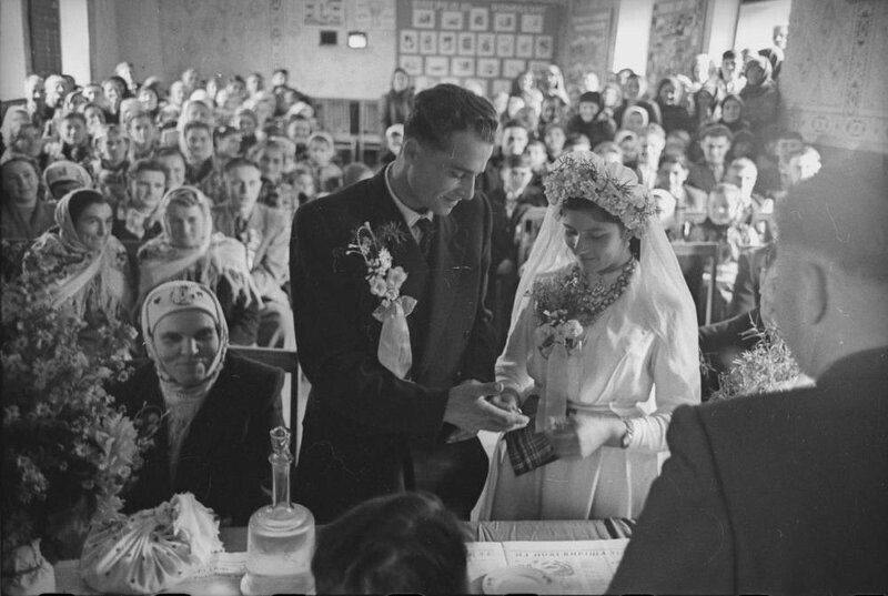 Регистрация брака. Черновицкая область, Украинская ССР, 1960 год. Автор фото: Всеволод Тарасевич