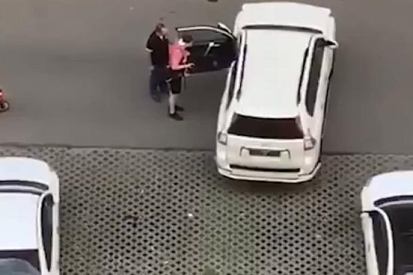 В Москве люди около 4 часов не давали пьяному водителю сесть за руль