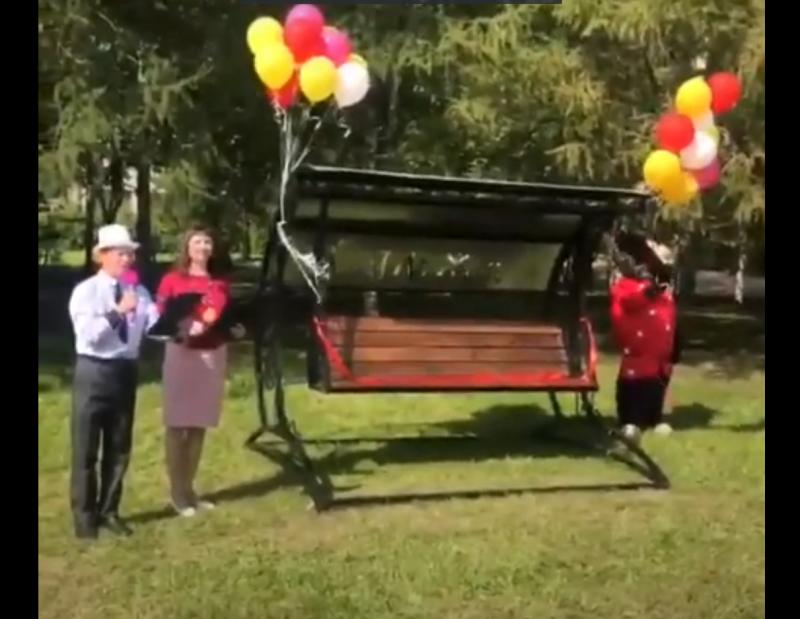 В Вологодской области на открытие скамейки пригласили музыкантов