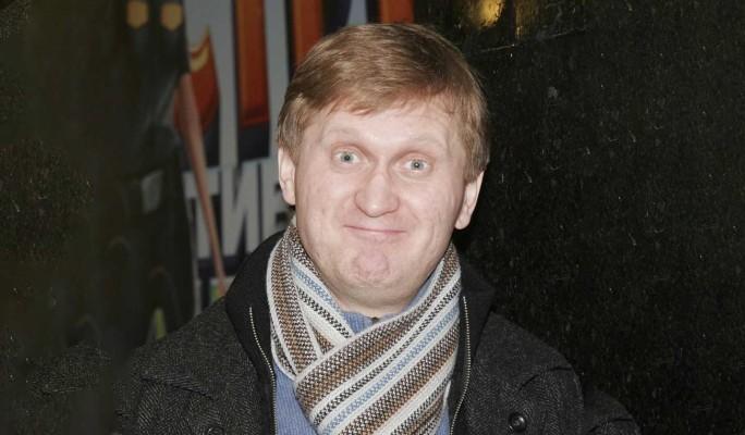 """Пандемия дала о себе знать: Рожков из """"Уральских пельменей"""" пошел в электрики"""