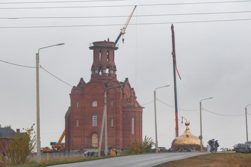 С небес на землю: в Тамбовской области упал церковный купол