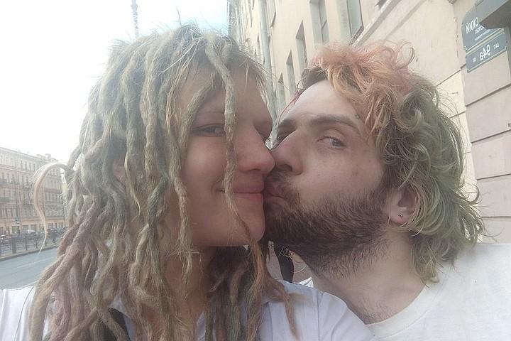 Жена петербургского музыканта сделала селфи с мужем сразу после его смерти