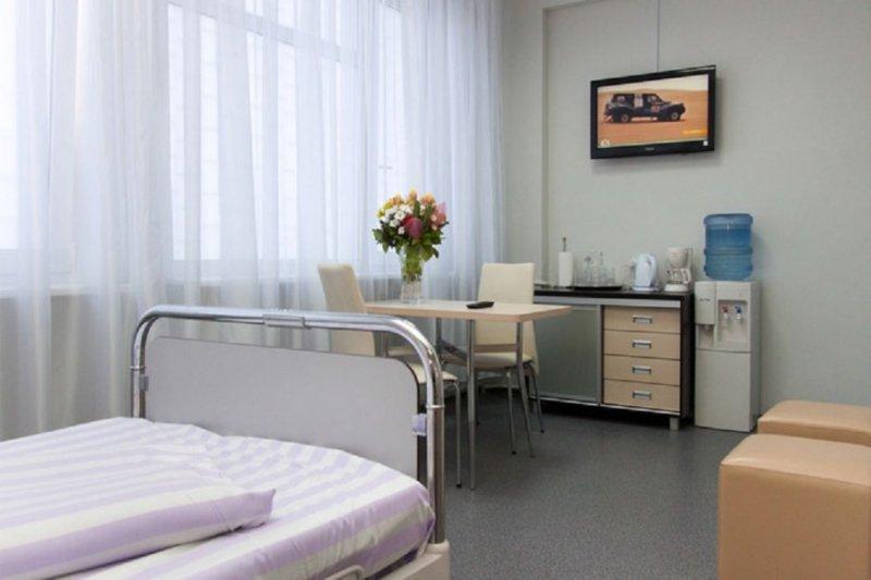 Анна Нетребко лежит в больнице с коронавирусной пневмонией