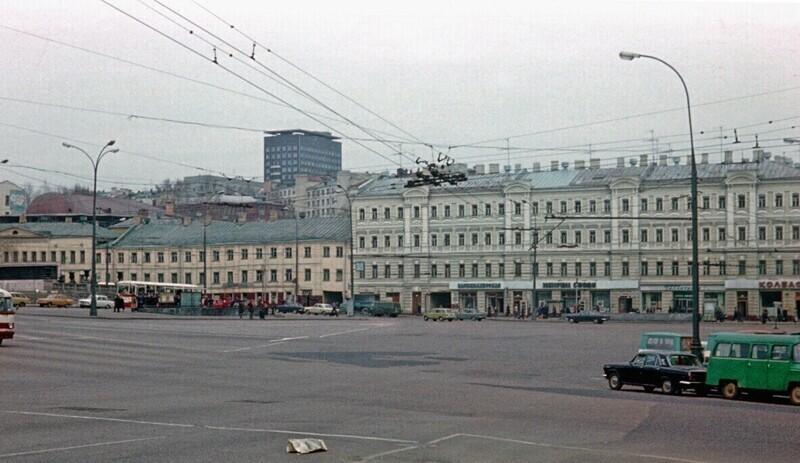 Площадь Ногина (Славянская), 978-1980 гг