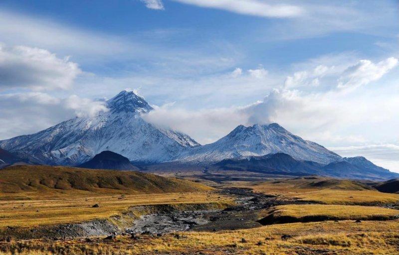 Вулкан Безымянный расположен в 350 км от города Петропавловск-Камчатский