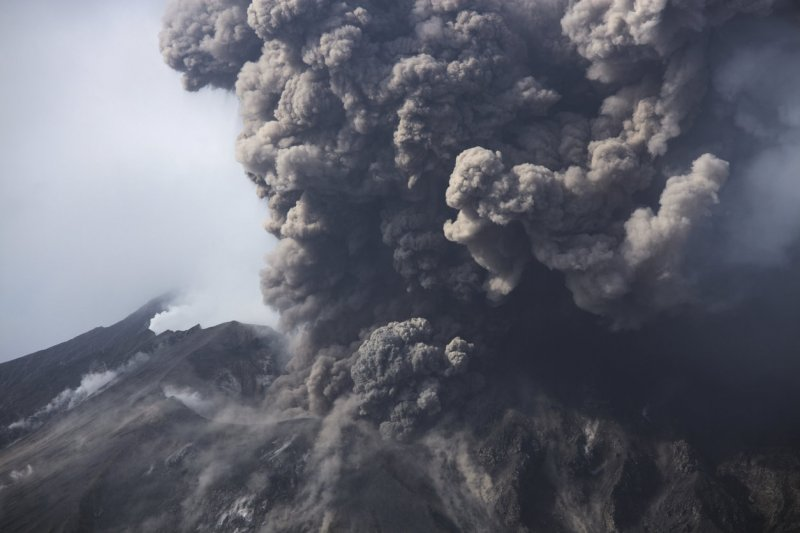 Сила природы: извержение камчатского вулкана попало на видео