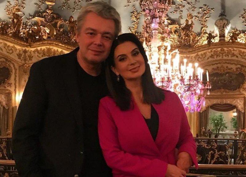 """""""Жил старик со своею старухой"""": Стриженова выбрала причудливое поздравление для своего мужа"""