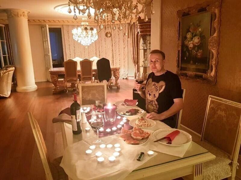 Рестораны, девушки, деньги: депутат из Иркутска в деталях показал свою беззаботную жизнь