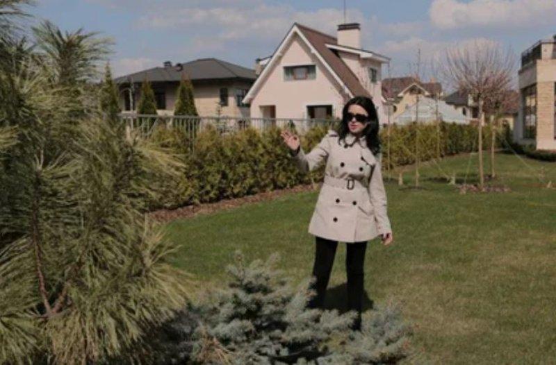 СМИ: больная раком Заворотнюк начала выходить на прогулки