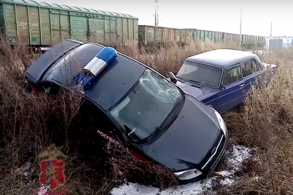 Россиянин на «шестерке» протаранил машину Росгвардии: видео