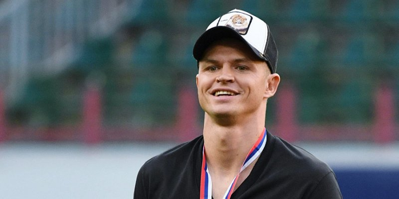По 10 копеек: россияне переводят деньги футболисту Тарасову на алименты бывшей жене