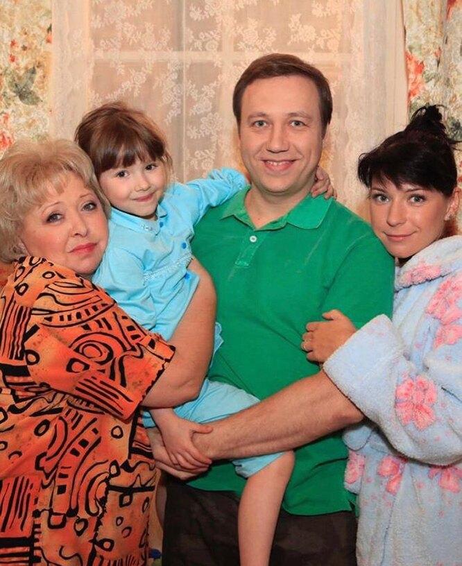 """Взрослая и красивая: звезде сериала """"Воронины"""" Марии Ильюхиной исполнилось 17 лет"""