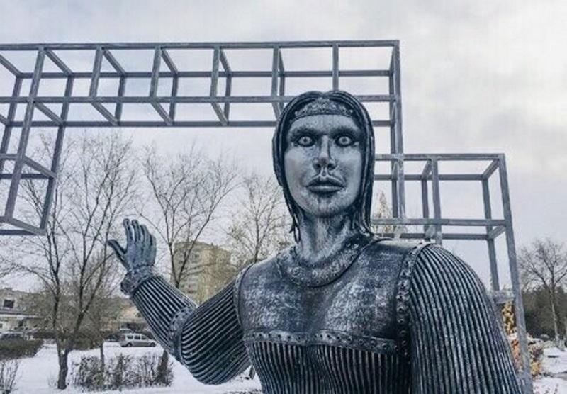 Жуткий памятник Аленке из Нововоронежа демонтировали по просьбе жителей