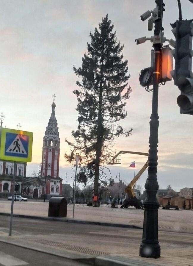 Елка под стать году: жители уральского городка в шоке от подарка властей