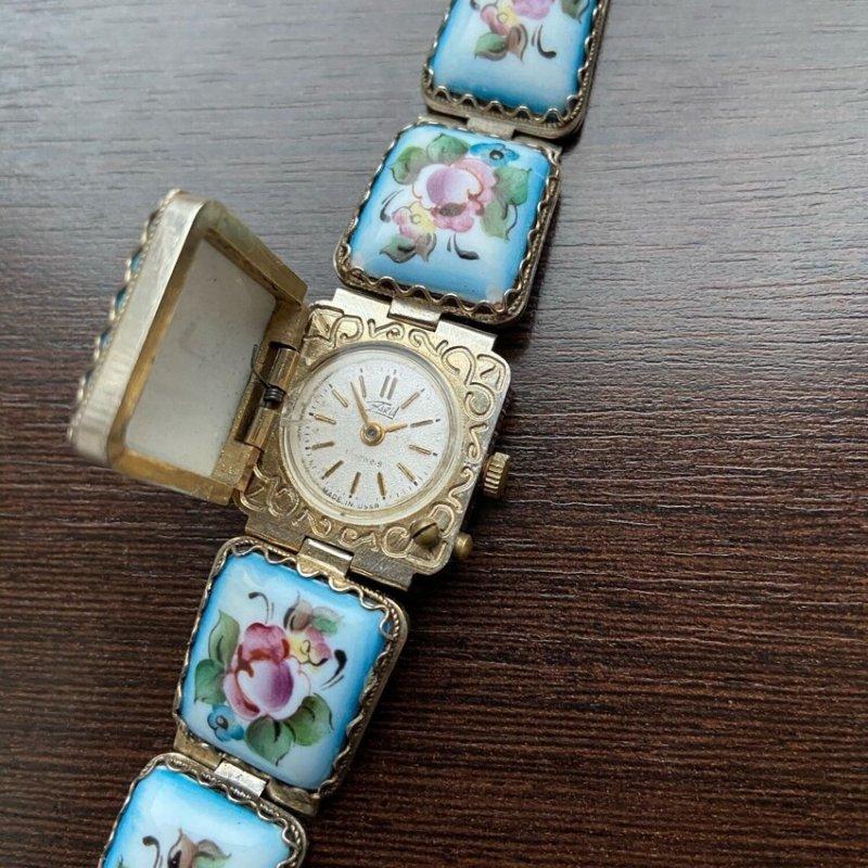 """8. Женские наручные часы """"Заря"""""""