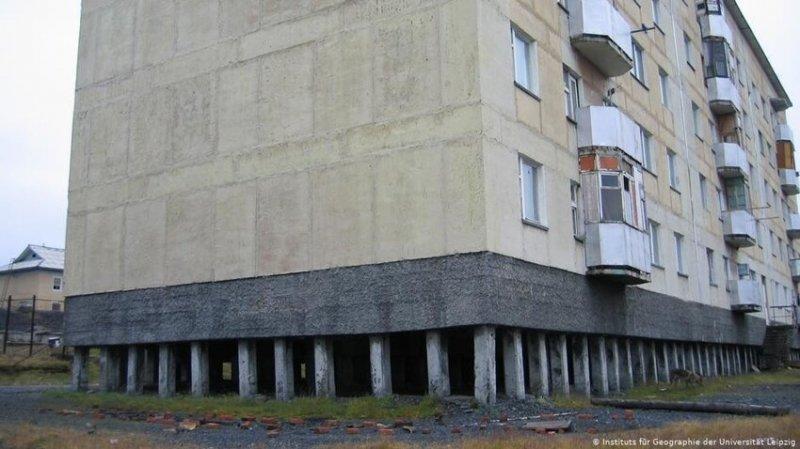 Обычные фундаменты под многоквартирные дома для снежного края не подходили.