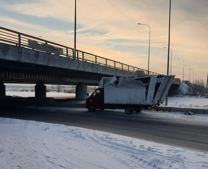 Питерский «Мост глупости» поймал юбилейную «газель»