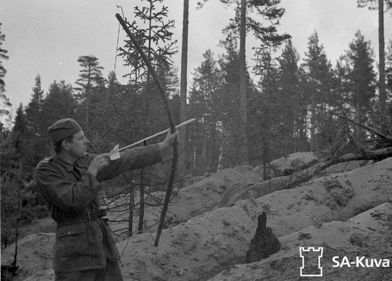 Шведский доброволец стреляет по позициям